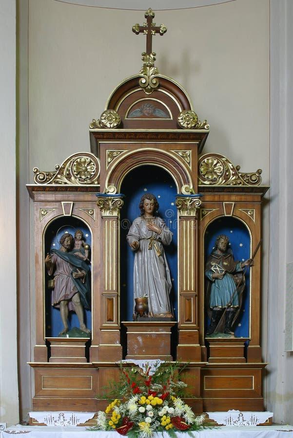 Het altaar van heilige Vitus in Kerk van Heilige Martin in Scitarjevo, Kroatië stock foto's