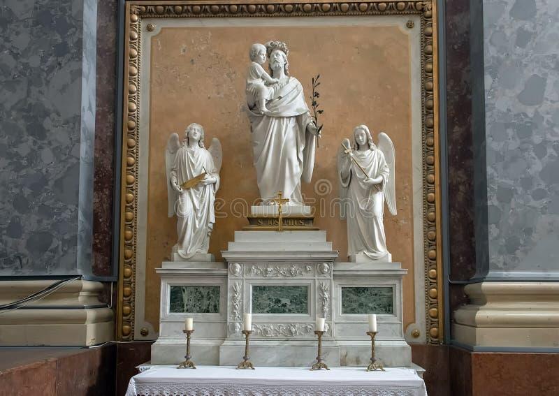 Het altaar van Saint Joseph binnen de Esztergom-Basiliek, Esztergom, Hongarije stock afbeelding