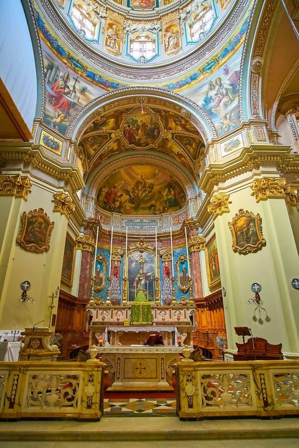 Het altaar van St Publius kerk, Floriana, Malta stock afbeeldingen