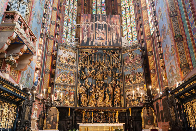 Het altaarstuk van Veit Stoss in St Mary Basiliek, Krakau, Polen stock foto