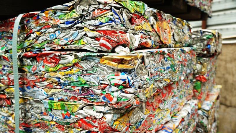 Het aluminium kan voor recycling stock afbeelding