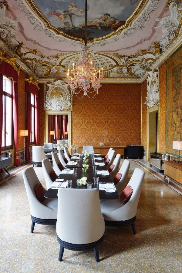 Het Aman Canal Grande-hotel in Palazzo Papadopoli in Venetië wordt gevestigd dat stock foto