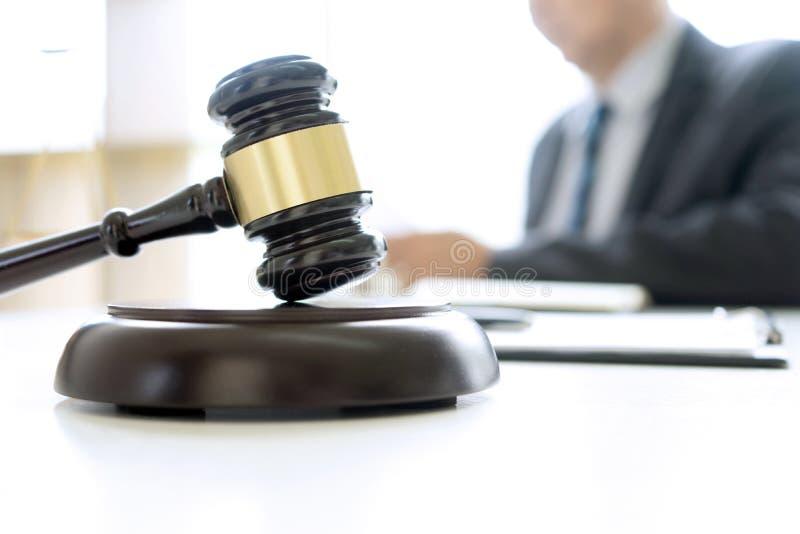 In het ambt van rechter of advocaat stock foto