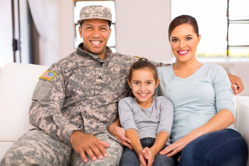 Het Amerikaanse militaire familie ontspannen royalty-vrije stock afbeeldingen
