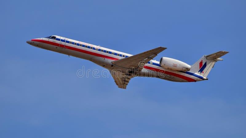 Het Amerikaanse opstijgen van Eagle Airlines Embraer ERJ140 stock fotografie