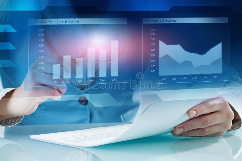 Het analyseren van statistiekengegevens stock foto's