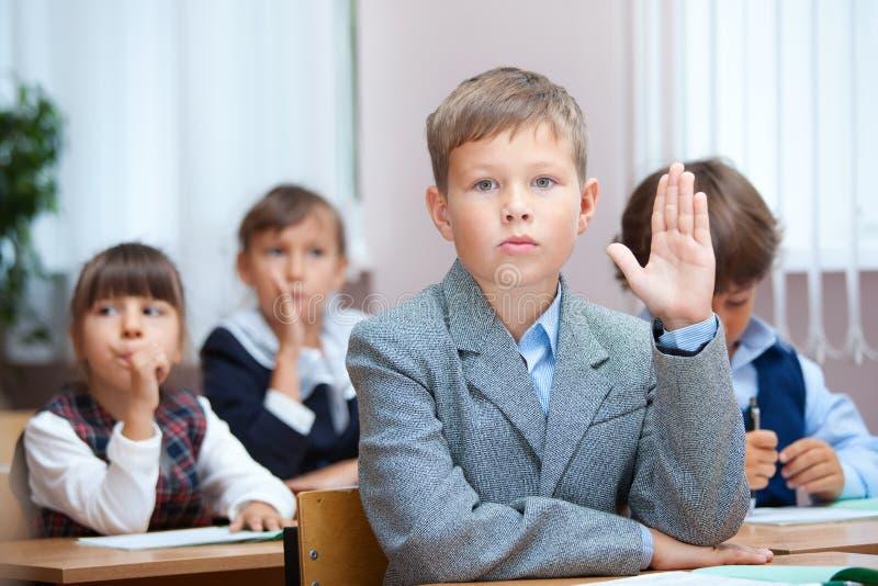 Het antwoord van de schooljongen op vraag royalty-vrije stock afbeeldingen