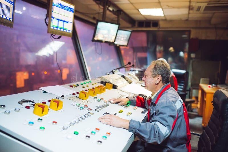 Het apparaat van gegevensinput voor werktuigmachines met digitaal beheer Installatie voor de productie van staal royalty-vrije stock afbeelding