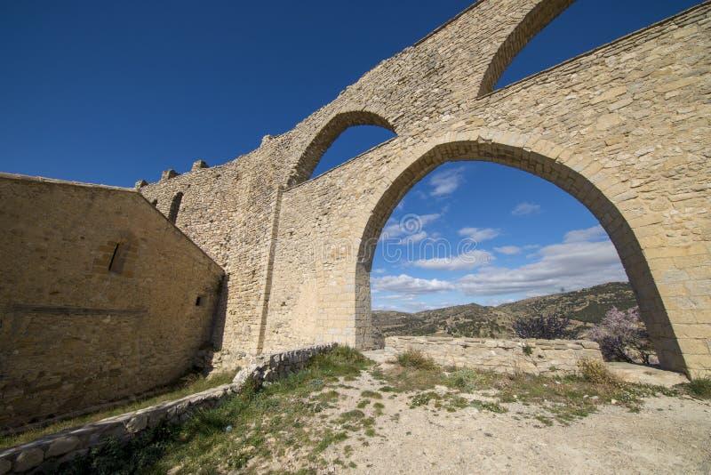 Het aquaduct van het middeleeuwse dorp van Morella royalty-vrije stock foto's