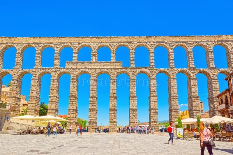 Het aquaduct van Segovia of meer bepaald, de aquaductbrug is stock afbeeldingen