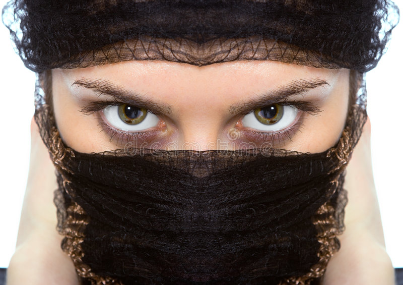 Het Arabische groene oog van vrouwenclose-ups ziet eruit stock afbeelding