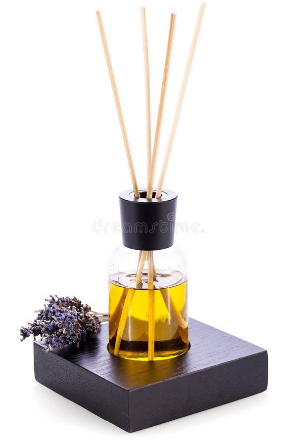 Het aromatische geurige geïsoleerde voorwerp van de lavendelolie stock foto's