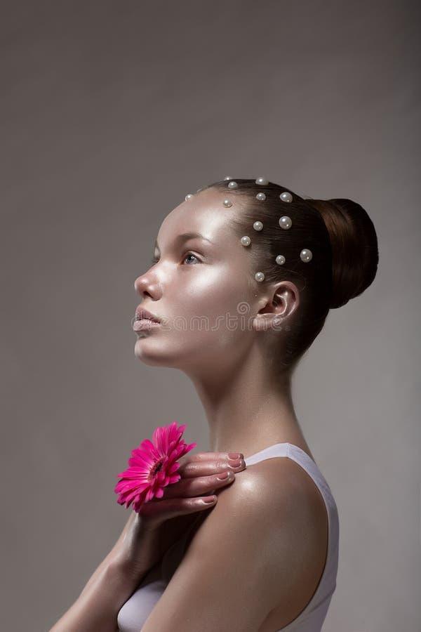 Het Art. van het Lichaam van het brons. Profiel van Gezicht van de Bruine het Gelooide Vrouw. Creatief Futuristisch Portret royalty-vrije stock foto's