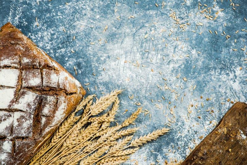 Het artisanale brood van het bakkerijbrood stock foto's