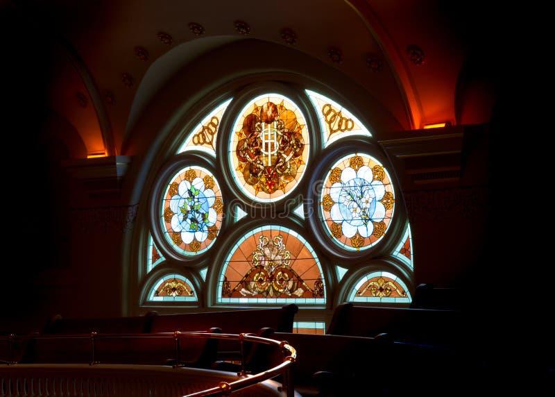 Het artistieke Venster van de Kerk stock foto's