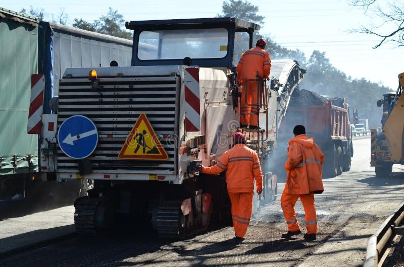 Het asfalt vervangt machine stock afbeelding