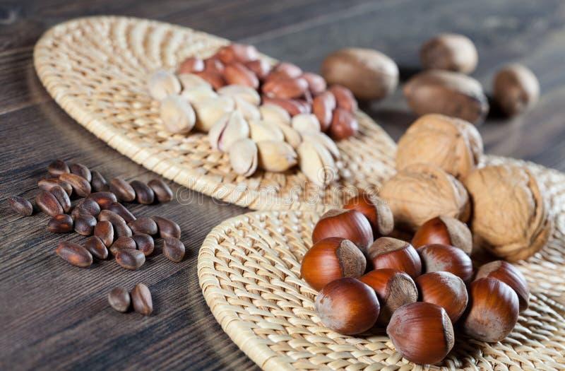 Het assortiment van noten stock foto