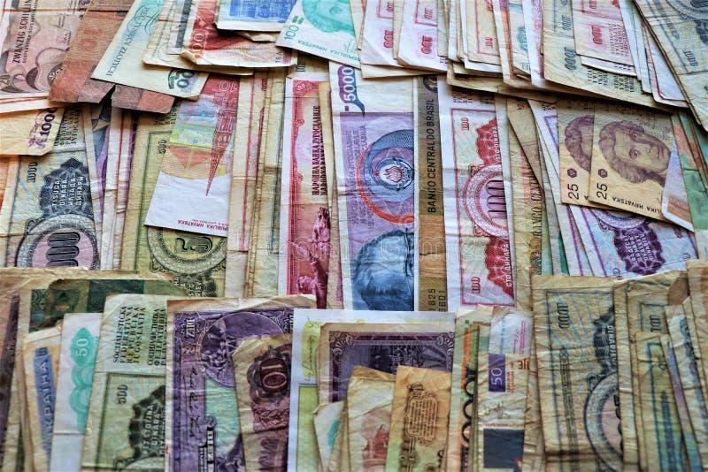 Het assortiment van wereldbankbiljetten Numismatische inzameling royalty-vrije stock foto