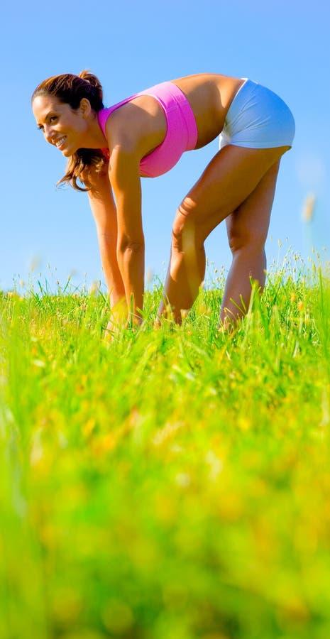 Download Het Atletische Uitoefenen Van De Vrouw Stock Foto - Afbeelding bestaande uit levensstijl, groen: 10784044