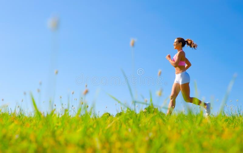 Download Het Atletische Uitoefenen Van De Vrouw Stock Afbeelding - Afbeelding bestaande uit geschiktheid, atletisch: 10784083