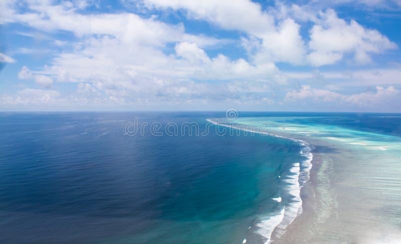 Het atolertsaders van Ari van het zuiden. De Maldiven royalty-vrije stock afbeeldingen