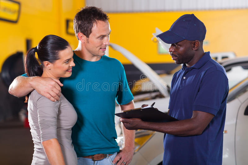 Auto mechanisch paar stock afbeeldingen