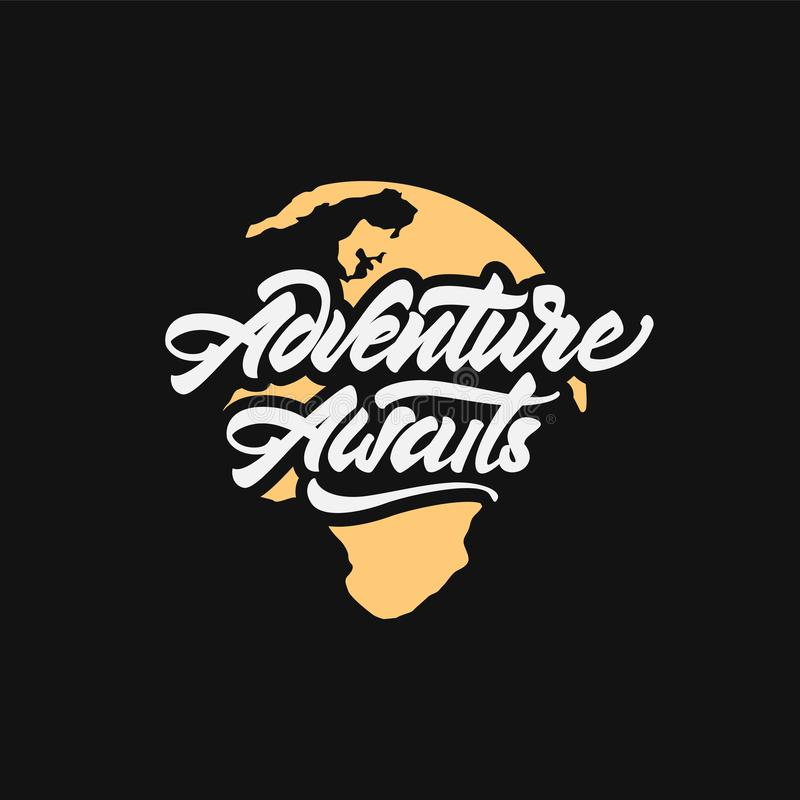 Het avontuur wacht op logotype Het van letters voorzien inspirerende typografie ter wereld Vector illustratie stock illustratie