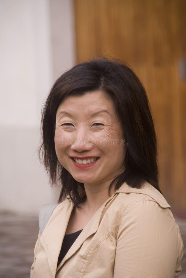 Het Aziatische Glimlachen van de Vrouw stock afbeelding