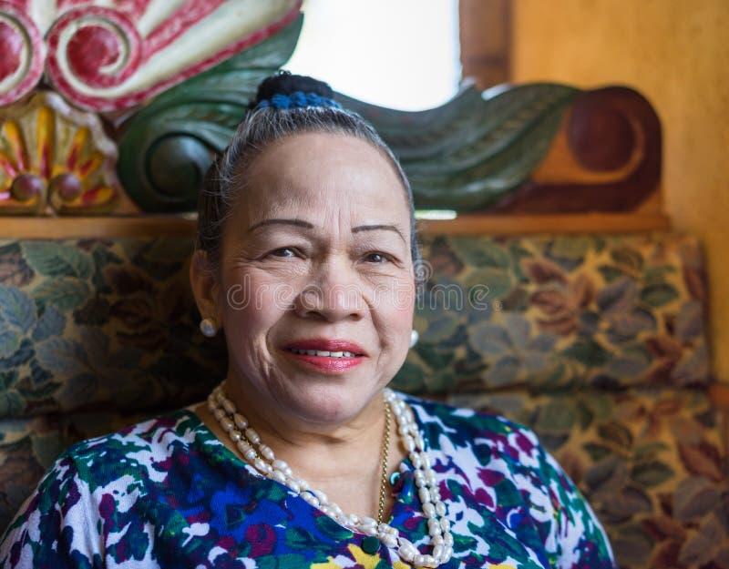 Het Aziatische hogere vrouw glimlachen royalty-vrije stock foto