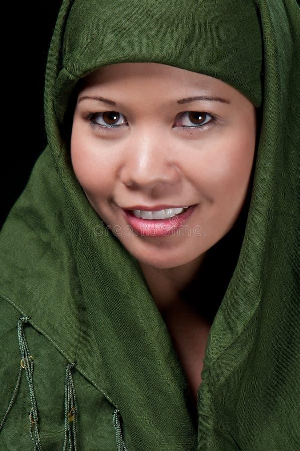 Het Aziatische Islamitische vrouw glimlachen stock fotografie
