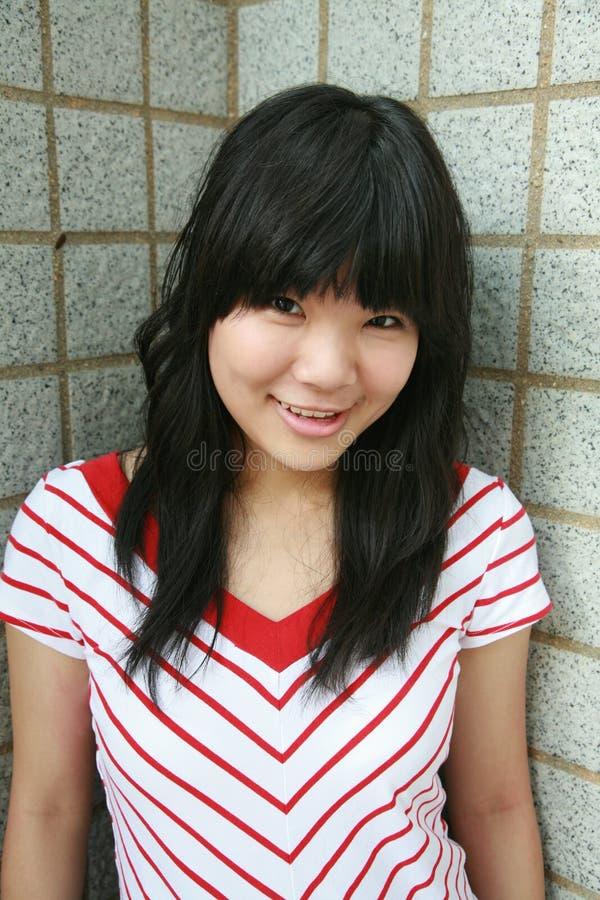 Het Aziatische meisje glimlachen royalty-vrije stock fotografie