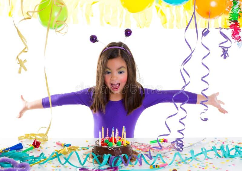 Het Aziatische meisje van het kindjonge geitje in verjaardagspartij royalty-vrije stock fotografie