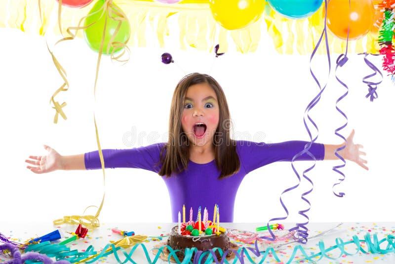 Het Aziatische meisje van het kindjonge geitje in verjaardagspartij stock afbeeldingen
