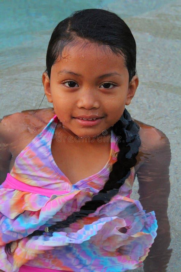 Het Aziatische meisje zwemmen royalty-vrije stock foto's