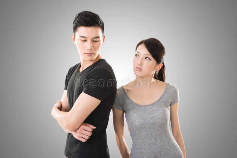 Het Aziatische paar debatteert stock foto