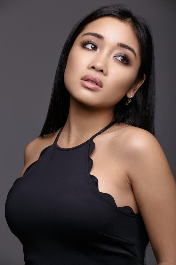 Het Aziatische portret van de het gezichtsclose-up van de vrouwenschoonheid Model met perfecte ski stock fotografie