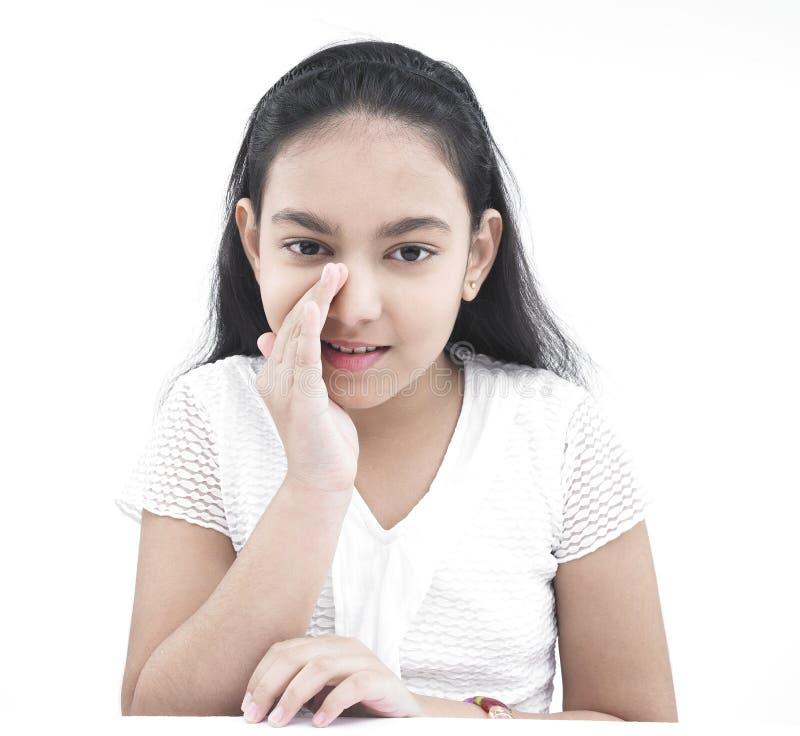 Het Aziatische tiener fluisteren stock afbeeldingen