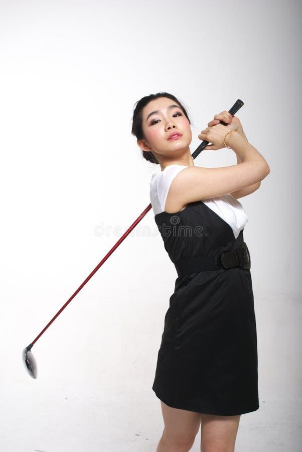 Het Aziatische vrouw golfing royalty-vrije stock fotografie
