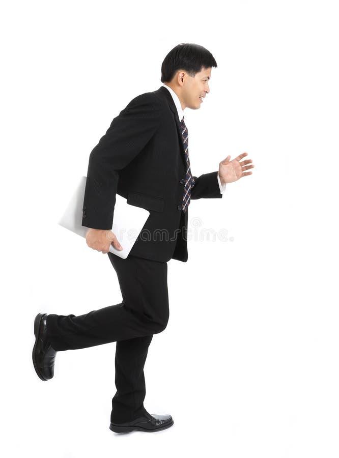 Het Aziatische zakenman lopen voor doet het werk royalty-vrije stock afbeelding