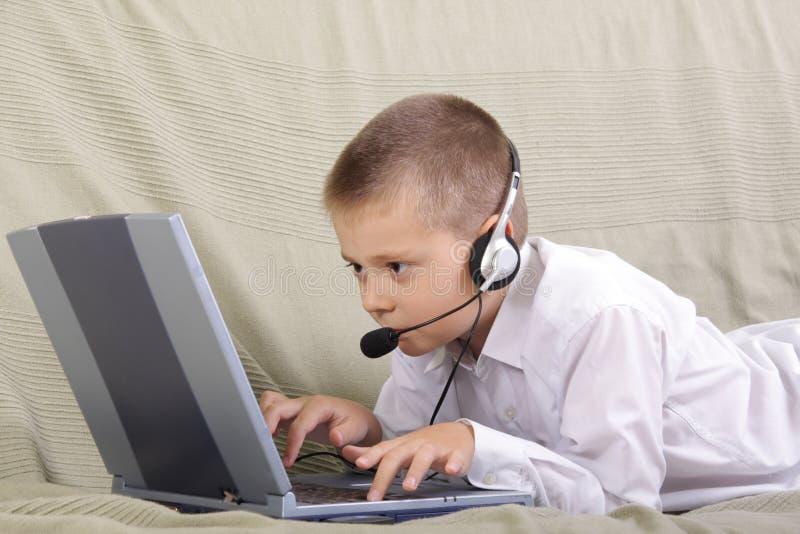 Het babbelen via computer royalty-vrije stock fotografie