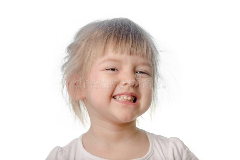 Het babymeisje maakt sluw gezicht stock afbeelding