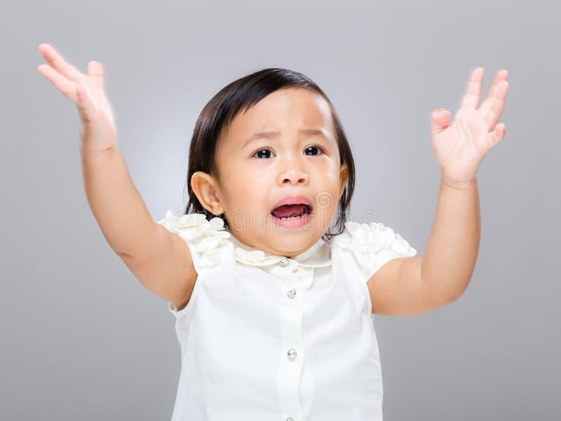 Het babymeisje wordt boos stock afbeeldingen