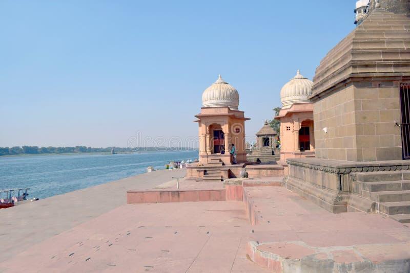Het baden ghats langs Rivier Narmada stock foto