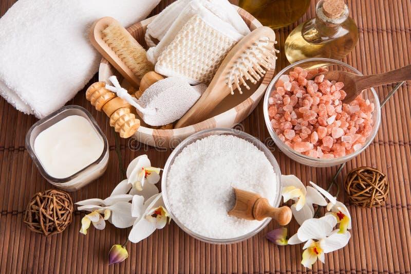 Het baden kuuroorduitrusting met overzees zout royalty-vrije stock foto