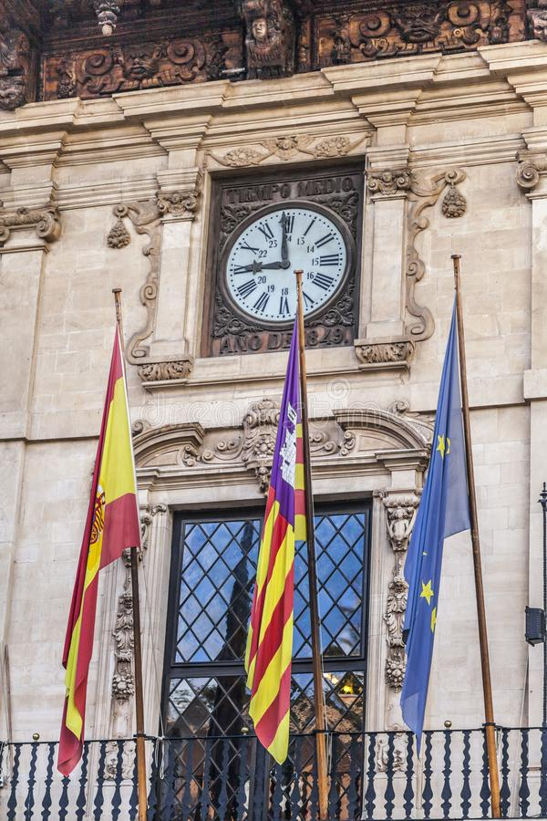 Het balkonstadhuis van de detailvoorgevel van Palma de Mallorca, Spanje stock afbeeldingen