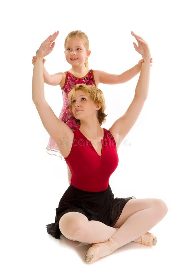 Het Balletstudent van het dansmamma met de Les van het Kindonderwijs royalty-vrije stock afbeelding
