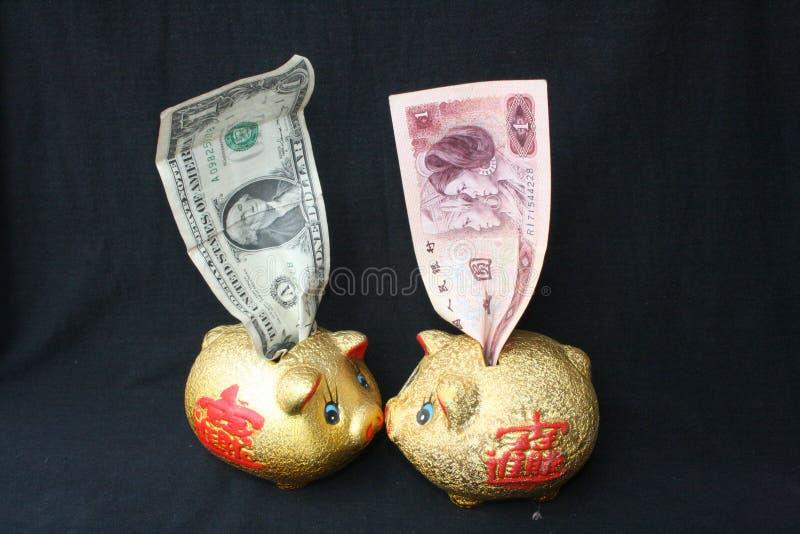 Het bankbiljet van de Amerikaanse dollarrekening en de Yuans van China stock foto
