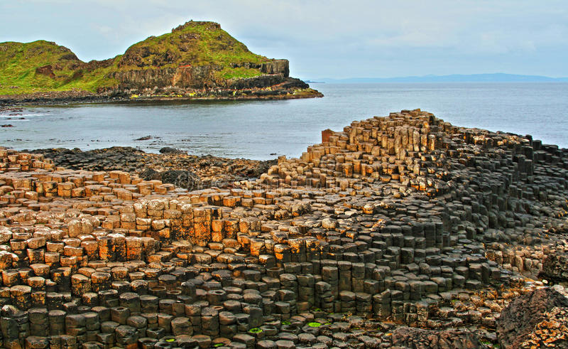 Het Basalt Hexagonale Kolommen van de reuzenverhoogde weg stock fotografie