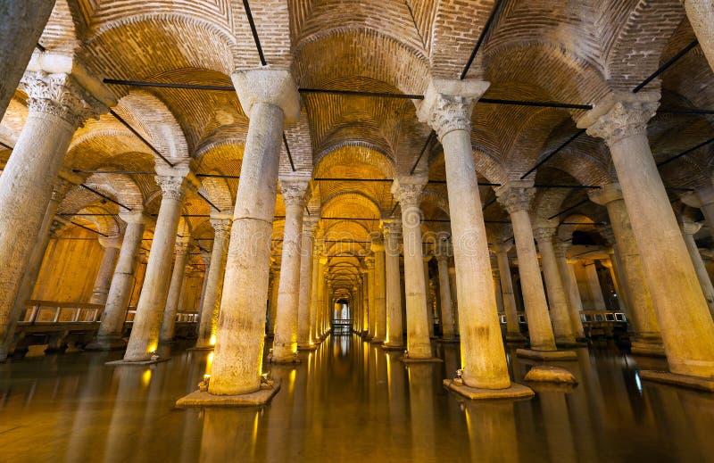 Het Basiliekreservoir - het ondergrondse waterreservoir bouwt door Keizer Justinianus in 6de eeuw, Istanboel, Turkije royalty-vrije stock fotografie
