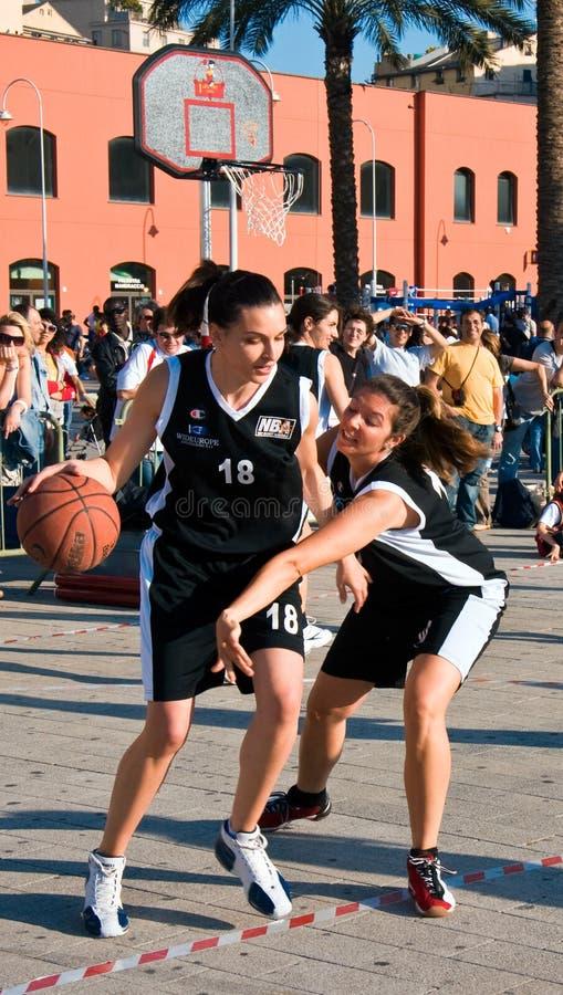 Het basketbal van de speelplaats stock foto